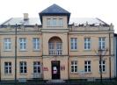 Budynek starej szkoły, w którym na I piętrze mieści się Filia PBW w Słomnikach.