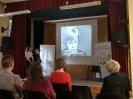 Projekcja materiału filmowego z Ingeborg Bachmann odczytującą wiersz.