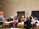 Uczestniczki spotkania słuchają prezentacji pracownika PBW w Krakowie.